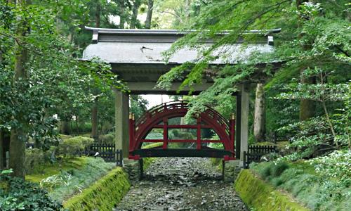 弥彦神社で最強の勝負運を手に入れろ!
