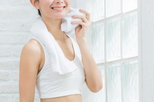 岩盤浴とサウナは汗の質から違いが!目的別にどんな人に効果的なの?