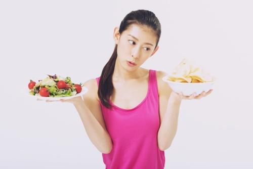 ヨガでダイエットを目指すなら、前後の食事に気を付けるべし!