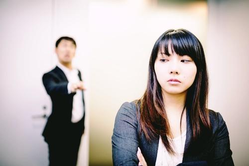 将来が不安…と悩む女性が上手に転職を成功させるには?転職以外の方法もある?