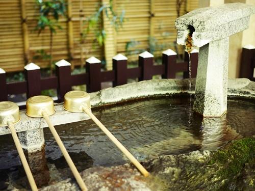 第六天榊神社は緑と歴史に包まれたご利益さん!御朱印のいただき方は?